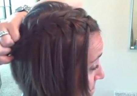 Коса с оставленными прядями