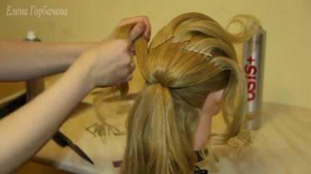 Свадебная прическа с цветком из волос